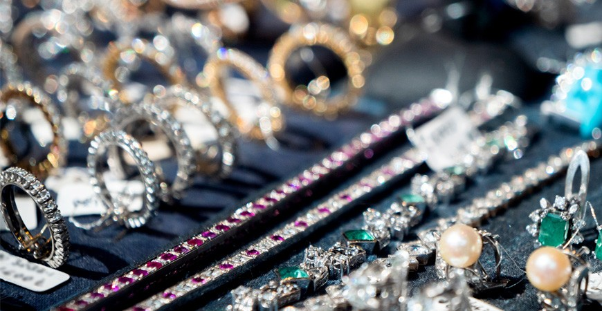 Pendientes, pulseras, colgantes y anillos
