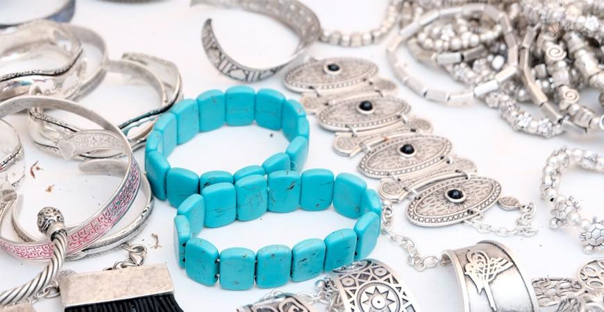 Pulseras, anillos, colgantes y pendientes personalizables