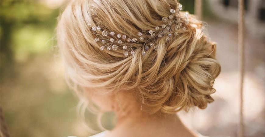 Elige un peinado y tocado de boda