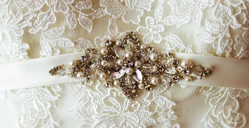 Completa tu traje de boda con Swarovski